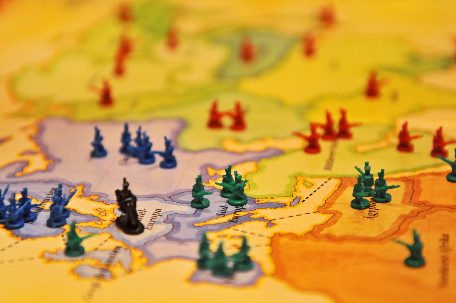 Playing risk for project management